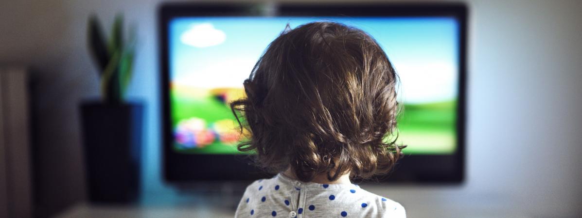 Un enfant sur deux regarde la télé avant 18 mois !
