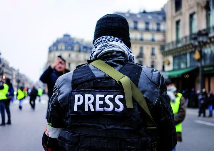 Baromètre médias : les journalistes français sont totalement discrédités !