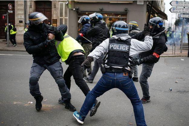 Des experts de l'ONU dénoncent des restrictions graves aux droits des manifestants #GiletsJaunes
