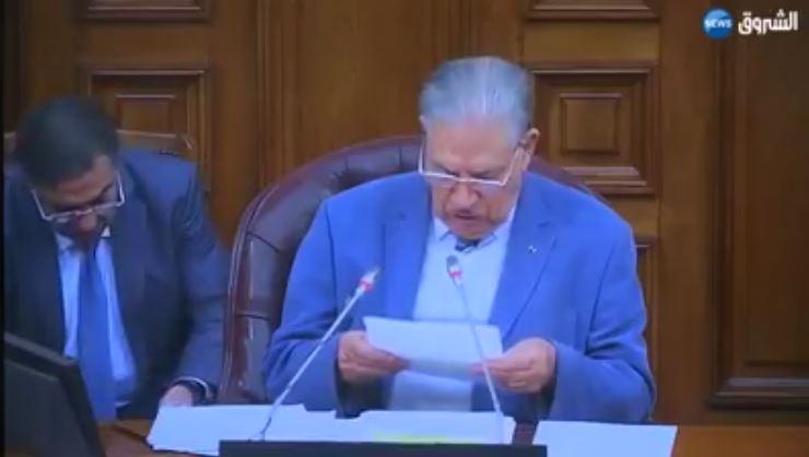 صالح ڨوجيل لا يستطيع القراءة عين على رأس مجلس الأمة – Incapable de lire un texte, Salah Goudjil à la tête du Sénat algérien !