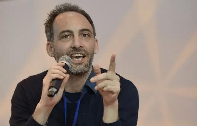 Européennes : Raphaël Glucksmann souhaite un impôt écologique !