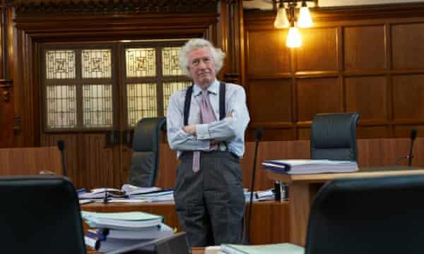 Les mesures de Covid seront considérées comme un « monument de l'hystérie et de la folie collectives », déclare un ancien juge