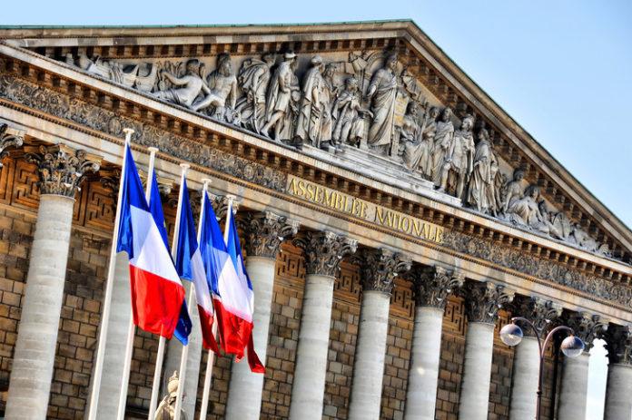 France : en pleine pandémie, l'Assemblée augmente le train de vie des députés de 18 950 euros à 21 700 euros