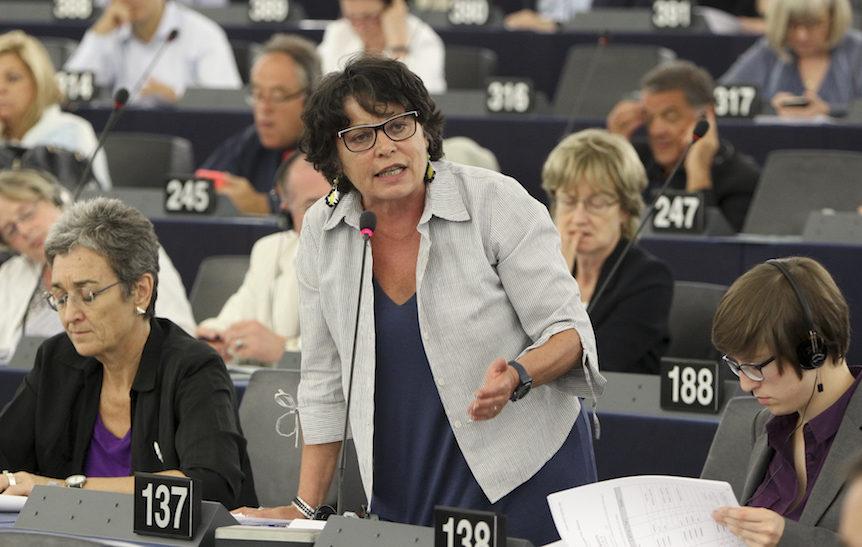 Vaccins : l'eurodéputée Michèle Rivasi pique une colère devant le Parlement européen