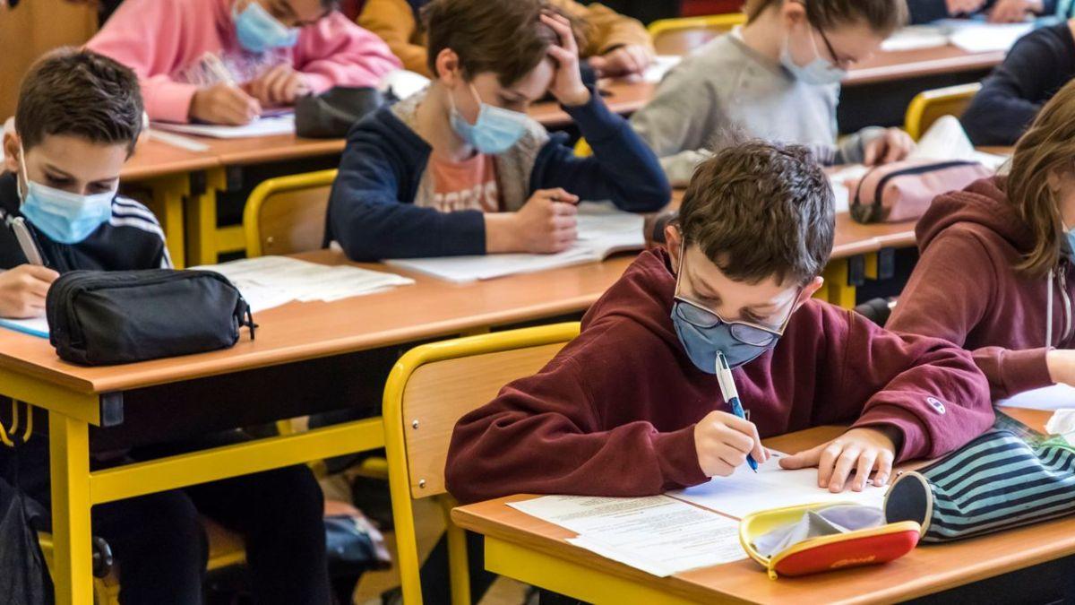 Selon une nouvelle étude, l'école jouerait un rôle mineur dans la transmission du Covid