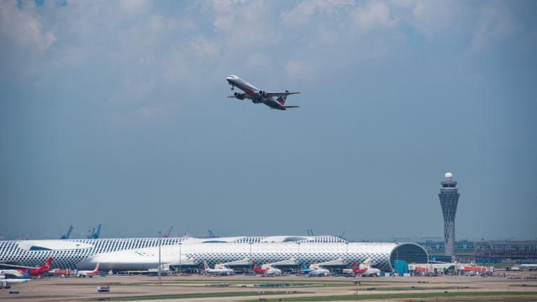 Chine : après un cas de Covid-19, l'aéroport de Shenzhen annule des centaines de vols !