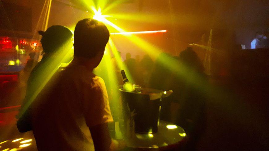 Un cluster dans une discothèque à Lille malgré le « pass sanitaire » obligatoire !