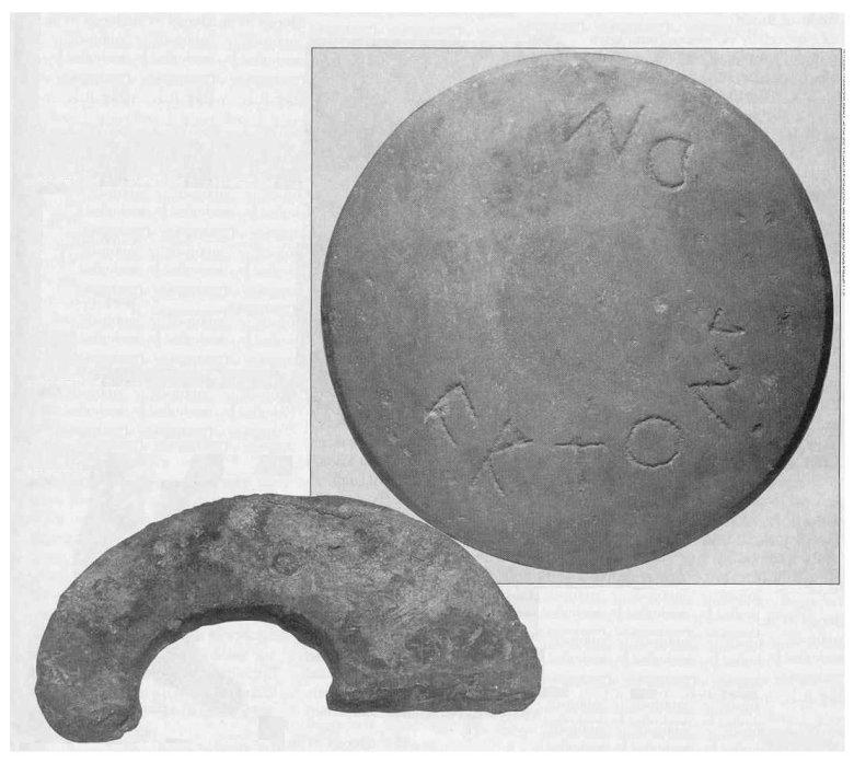 Balra lent ólom ugrónehezék edzéshez a fiatal fiúk számára. Fent egy márványdiszkosz a görög játékokról. A Kr. e. 6. századból származó diszkoszt többféle módon is felhasználthatták a játékok során. Pál a népszerű atlétikai játékokra utalva illusztrálja a sajátos keresztyéni életet