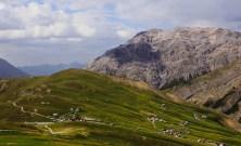 Ett nät av vägar i Alperna