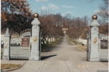 John Martin: Ingresso del Cimitero di Cypress Hill (foto J. Martino)