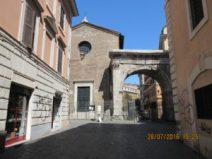 Arco di Gallieno e Chiesa dei Santi Vito e Modesto (foto P.Petrocelli)