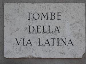Tombe di via Latina: Ingresso