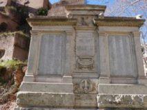 Piazza Vittorio: Monumento ai Caduti della II° G.M.