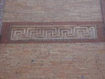 Sepolcro di Annia Regilla: fascia decorativa sulle pareti esterne