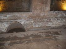 Mitreo delle Terme del Mitra: cavità per le lucerne