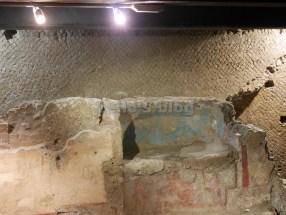 Casino De Rossi: altare con figure dipinte