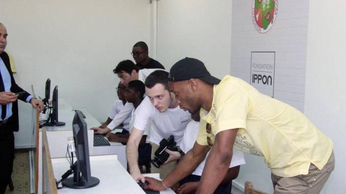 Genre et TIC / Didier Drogba conduit la Fondation Ippon au Lycée Sainte Marie de Cocody