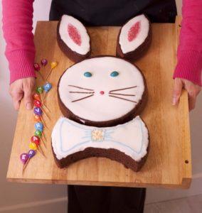Apprends à fabriquer un gâteau en forme de lapin pour Pâques