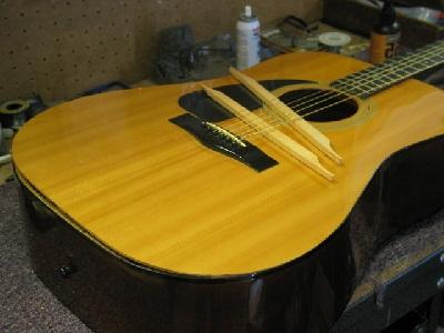 Lem Kayu Untuk Gitar Yang Tepat Untuk Merekatkan Body Lepas Lem