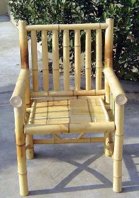 kursi bambu memerlukan lem yang kuat untuk bambu