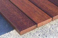 memilih lantai decking kayu