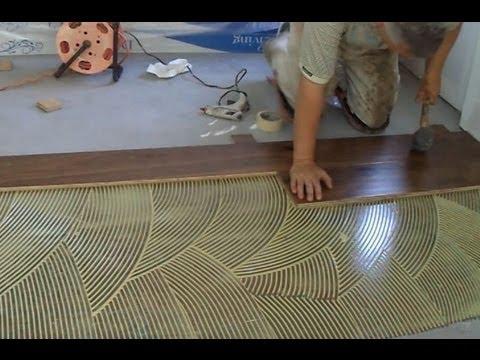 mengelem lantai