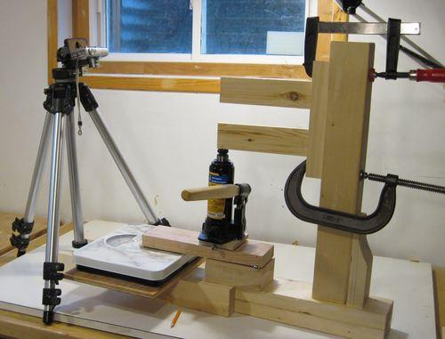 menguji kekuatan lem kayu