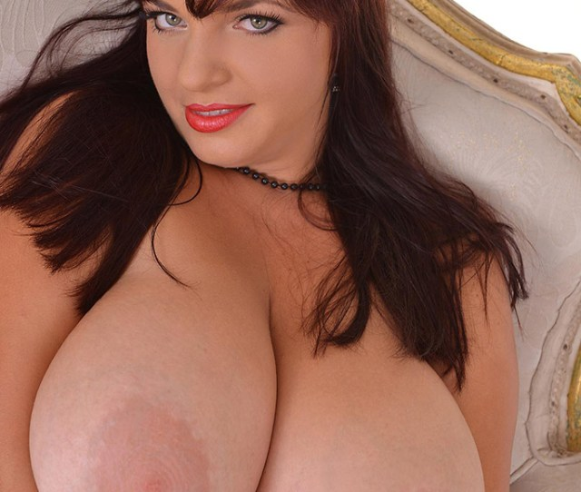 Joanna Bliss Bbw Redhead Bares Massive Boobs