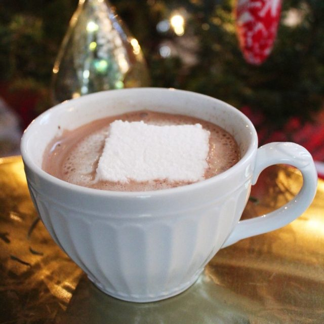 homemade vanilla marshmallows in hot chocolate