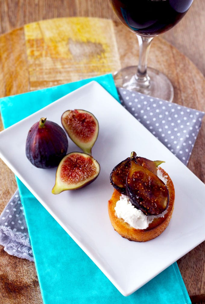 Caramelized Figs with Honey and Goat Cheesen Crostini is the perfect for entertaining. Easy to make and sure to impress your guests.