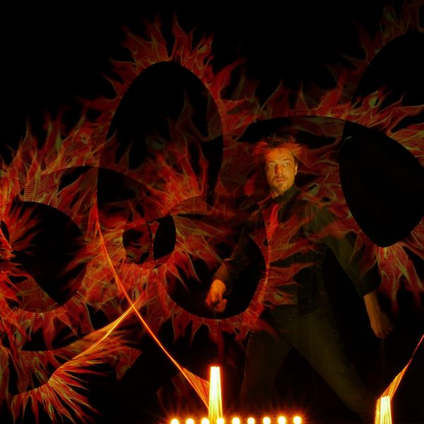 LE Monde de Félix Crazy Vision spectacle lumière light show flamme coeur