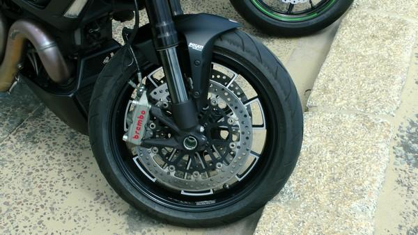 Attention aux montes de pneus à l'orientation sportive, qui mettront plus de temps pour atteindre leur température de fonctionnement optimale par temps froid