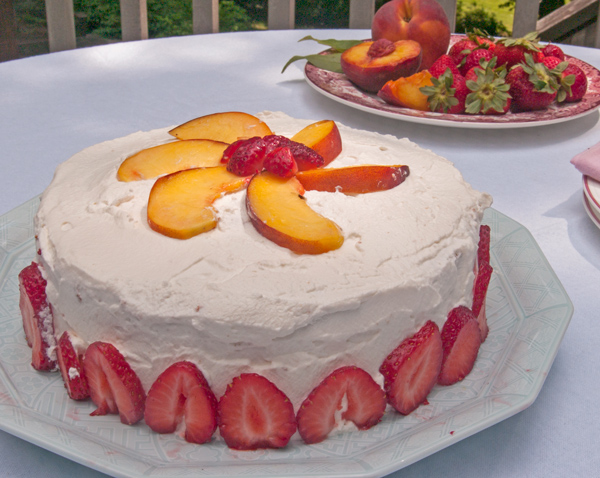 Gluten Free Nifty Cake: Oat Flour Sponge Cake with Strawberries, Peaches and Whipped Cream