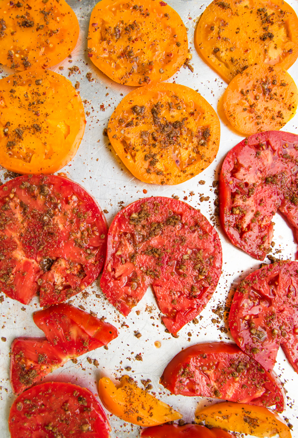 Tomato tart recipe with ricotta and Mediterranean seasoning.