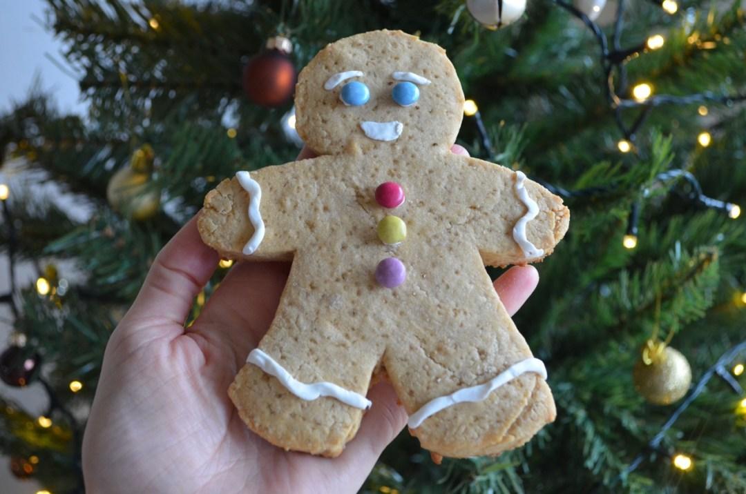 galleta de muñeco de jengibre vegana