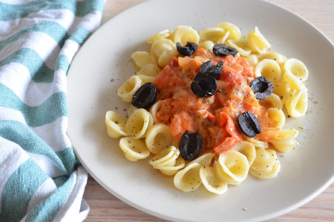 Pasta con salsa de tomate casera