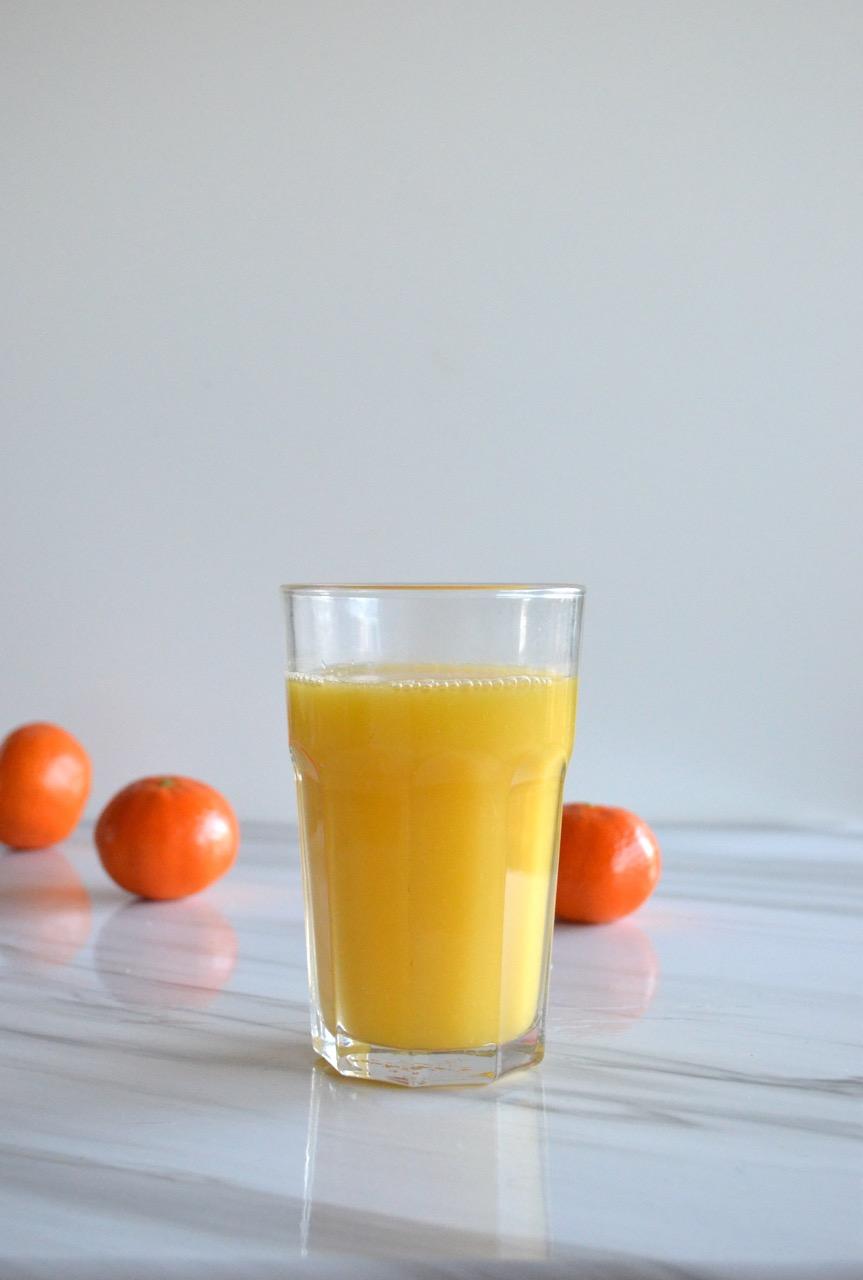 zumo o licuado de naranja y mandarina