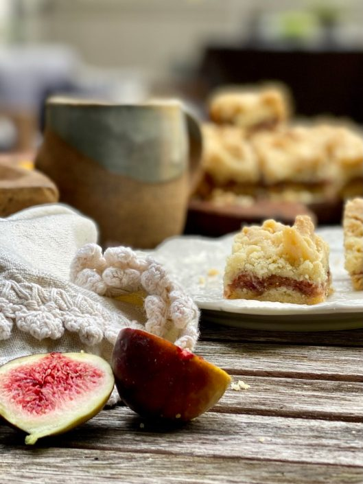 Fresh Fig Crumble Bars with fresh cut figs in the foreground