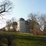 Die Bibliothek vom Park an der Ilm aus gesehen, wo Goethe sein Gartenhaus hatte.
