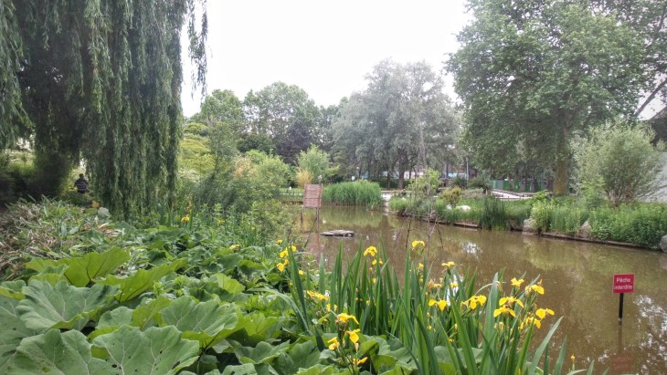 After the library we wandered to Bercy village, through this lovely park, where I saw yet another heron.