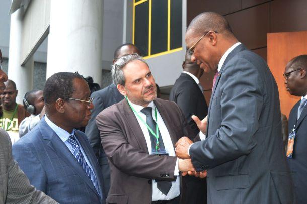 Quelques mots échangés avec Monsieur Bruno Nabagné Koné, Ministre de l'Economie numérique et de la Poste m'ont rassuré. Il compte bien tout mettre en œuvre pour respecter ces propos : « Pour que nos pays puissent continuer à tirer le meilleur profit de ces technologies, il faut un environnement où les utilisateurs sont en confiance. ».