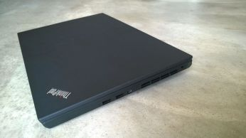Pravá strana ThinkPad P50s