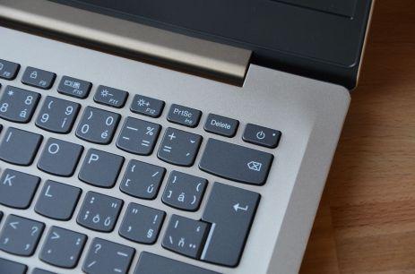 """Vypínací tlačítko na místě klávesy Delete: """"Pokrok nezastavíš."""""""