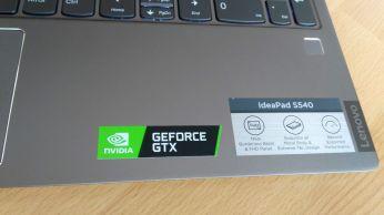 Notebook se pyšní grafickou kartou GTX1650.