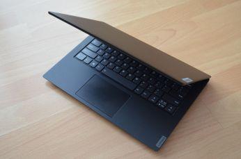 IdeaPad S340-14 nevybočuje z designové linky výrobce.