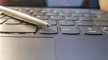 Porovnání velikosti pentilky 5 s klávesou