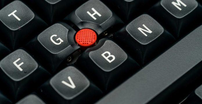 Červený TrackPoint nemůže chybět! Zdroj: TEX Electronics