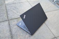 Pohled na ThinkPad T14s.