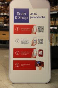 """Rozšírený sortiment čerstvých potravín, zmodernizované priestory a ešte pohodlnejší spôsob nakupovania prináša nový formát Tesco obchodu. Dnes otvoril svoje brány zákazníkom prvý """"susedský obchod"""" na Slovensku, a to vo Zvolene v mestskej časti Sekier. Supermarket, ktorý prináša svoje služby zákazníkom už od roku 2011, bude vďaka celkom novému konceptu prinášať zákazníkom ešte lepšiu ponuku.  Kvalita, dostupnosť, pohodlné, moderné a rýchle nakupovanie – také sú hlavné benefity nového formátu obchodu, ktorého brány otvorilo Tesco 3. novembra 2018 v celkom novom zlepšenom koncepte vo Zvolene v časti Sekier.  """"Vnímame, že nákupné zvyky ľudí sa menia. Snažíme sa s nimi držať krok, aby sme dokázali čo najlepšie napĺňať potreby a očakávania našich zákazníkov. V novom formáte obchodu – v tzv. susedskom obchode prinášame našim zákazníkom zlepšený sortiment vrátane širšej ponuky čerstvých potravín a tiež rozšírenej ponuky slovenských výrobkov. Zákazníci si tu oddnes môžu nakúpiť rýchlejšie, pohodlnejšie a jednoduchšie. Navyše naši kolegovia budú môcť pracovať v novom príjemnom prostredí zmodernizovaného obchodu – prvom svojho druhu na Slovensku,"""" povedal Martin Kuruc, výkonný riaditeľ TESCO STORES SR, a. s.  Počas prestavby, ktorá trvala mesiac, sa zmenil interiér obchodu tak, aby bol pre zákazníkov prehľadnejší. Zákazník sa tak bude môcť rýchlejšie a ľahšie zorientovať v nákupnom priestore. Úpravami prešiel aj celkový sortiment, čo v praxi znamená najmä širšiu ponuku čerstvých a aj slovenských potravín. Nebudú chýbať ani nové samoobslužné pokladne či nakupovanie s inovatívnou službou Scan & Shop.  Okrem snahy o prinášanie lepších služieb pre zákazníkov sa spoločnosť Tesco snaží vytvárať príjemné miesto na prácu aj pre svojich kolegov. Kolegovia, ktorí vo zvolenskej prevádzke pred prestavbou pracovali, pôsobili počas prestavby v okolitých obchodoch. Zároveň prešli školeniami, vďaka ktorým si mohli zlepšiť aj svoje odborné znalosti a osobné zručnosti.   Všade, kde Tesco pôsobí"""
