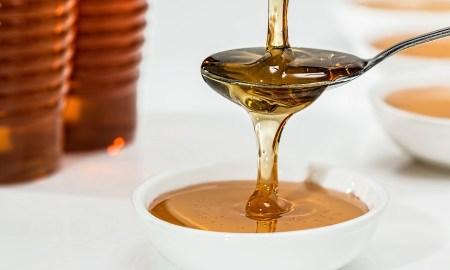 Medová masáž- procedúra, ktorá dokáže zázraky na počkanie